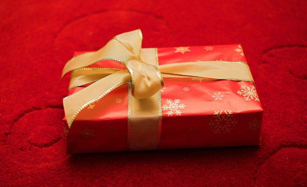 Прикольный подарок с предметами